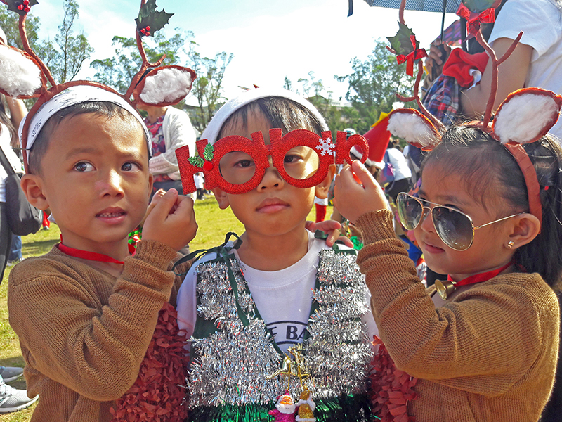 CHRISTMAS COLORS. 'Reindeer' help complete the look of a boy dressed in a Christmas vest. Photo by Mau Victa/Rappler