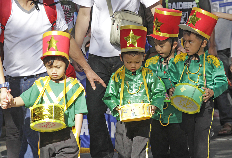 DRUMBEATING. Little drummer boys join the parade. Photo by Mau Victa/Rappler