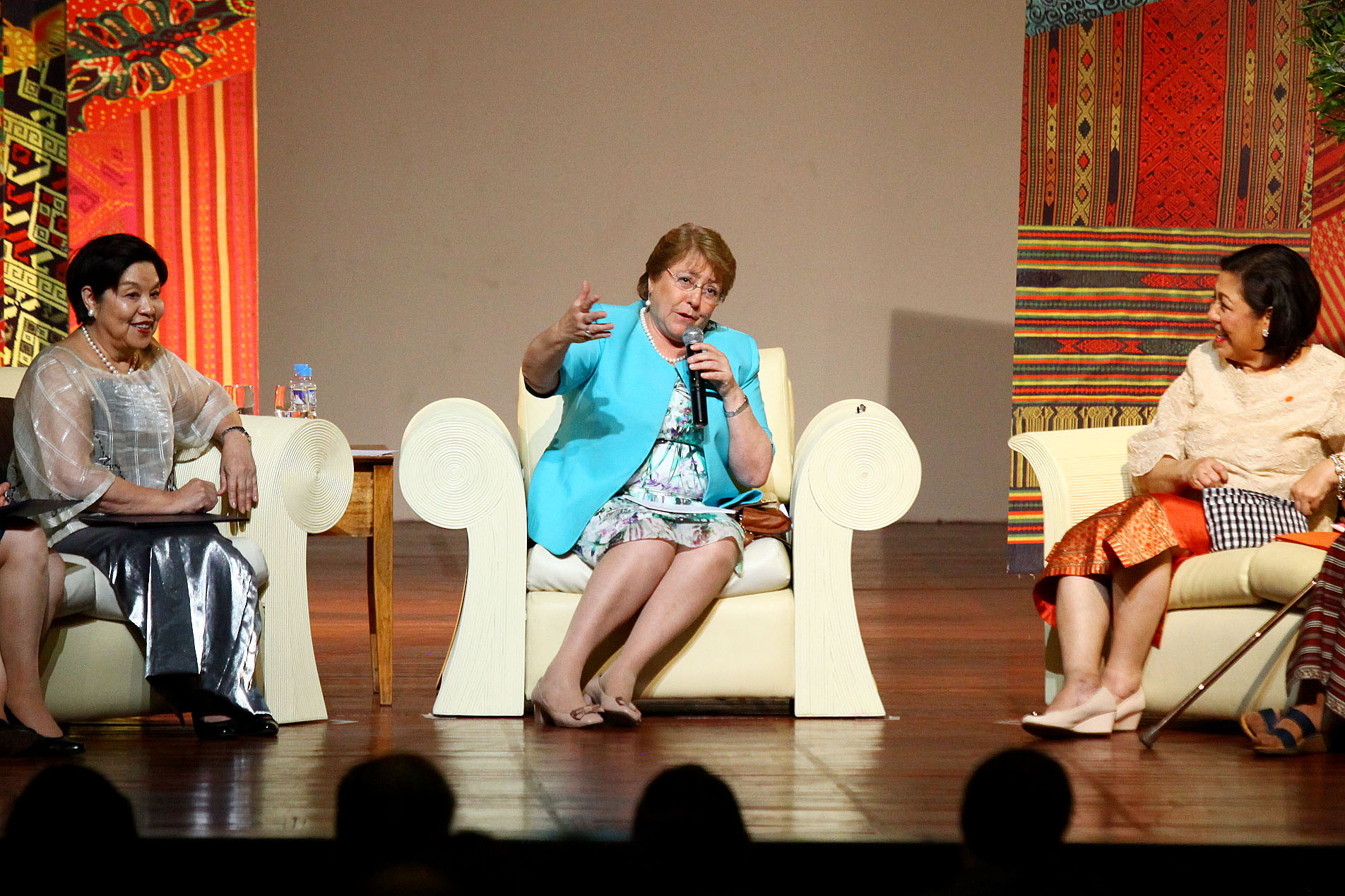 'BE HONEST.' Chilean President Michelle Bachelet (center) gives young students advice on success, love, and life. Photo by Josh Albelda/Rappler