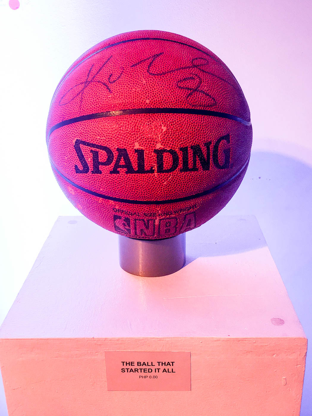 PAINFUL START. Ron Uy buys this fake Spalding ball that claimed to be signed by Kobe Bryant. Photo by Beatrice Go/Rappler
