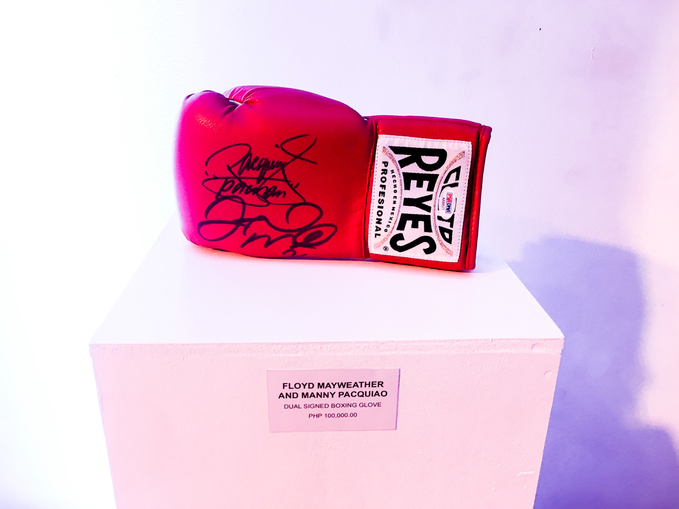 FIGHT OF THE CENTURY. The Cleto Reyes glove was signed by Floyd Mayweather and Manny Pacquiao themselves. Photo by Beatrice Go/Rappler