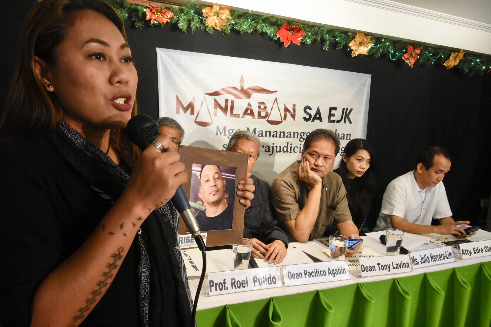 JUSTICE. Niks Bisuu00f1a claims her brother was tortured and killed by policemen of Caloocan. The 38-year-old Angelo was arrested in Bicol and transfered to Caloocan, where he eventually died in October. Photo by Angie De Silva/Rappler