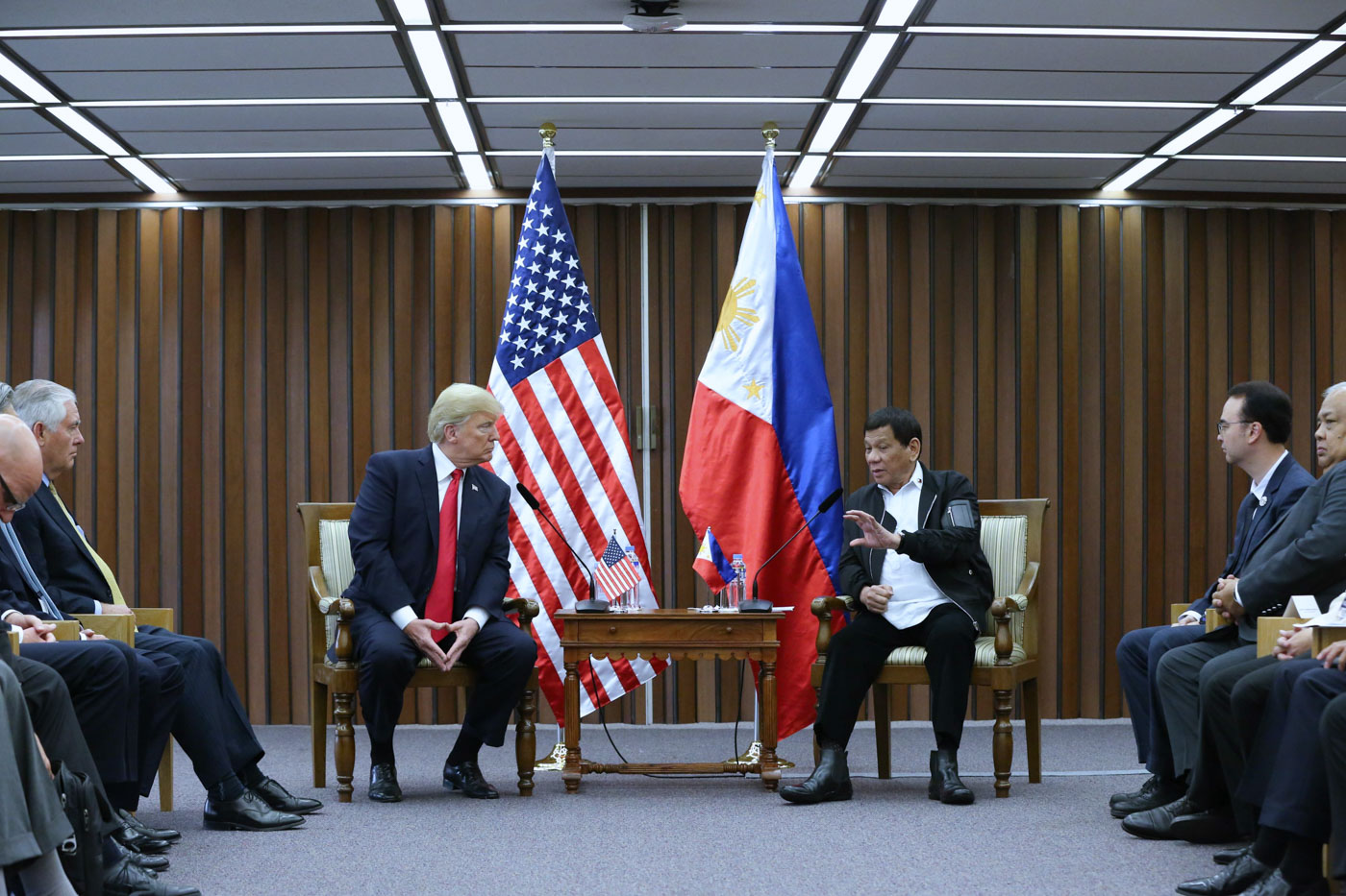 FIRST BILATERAL. President Rodrigo Roa Duterte and US President Donald Trump discuss matters during a bilateral meeting. Presidential photo