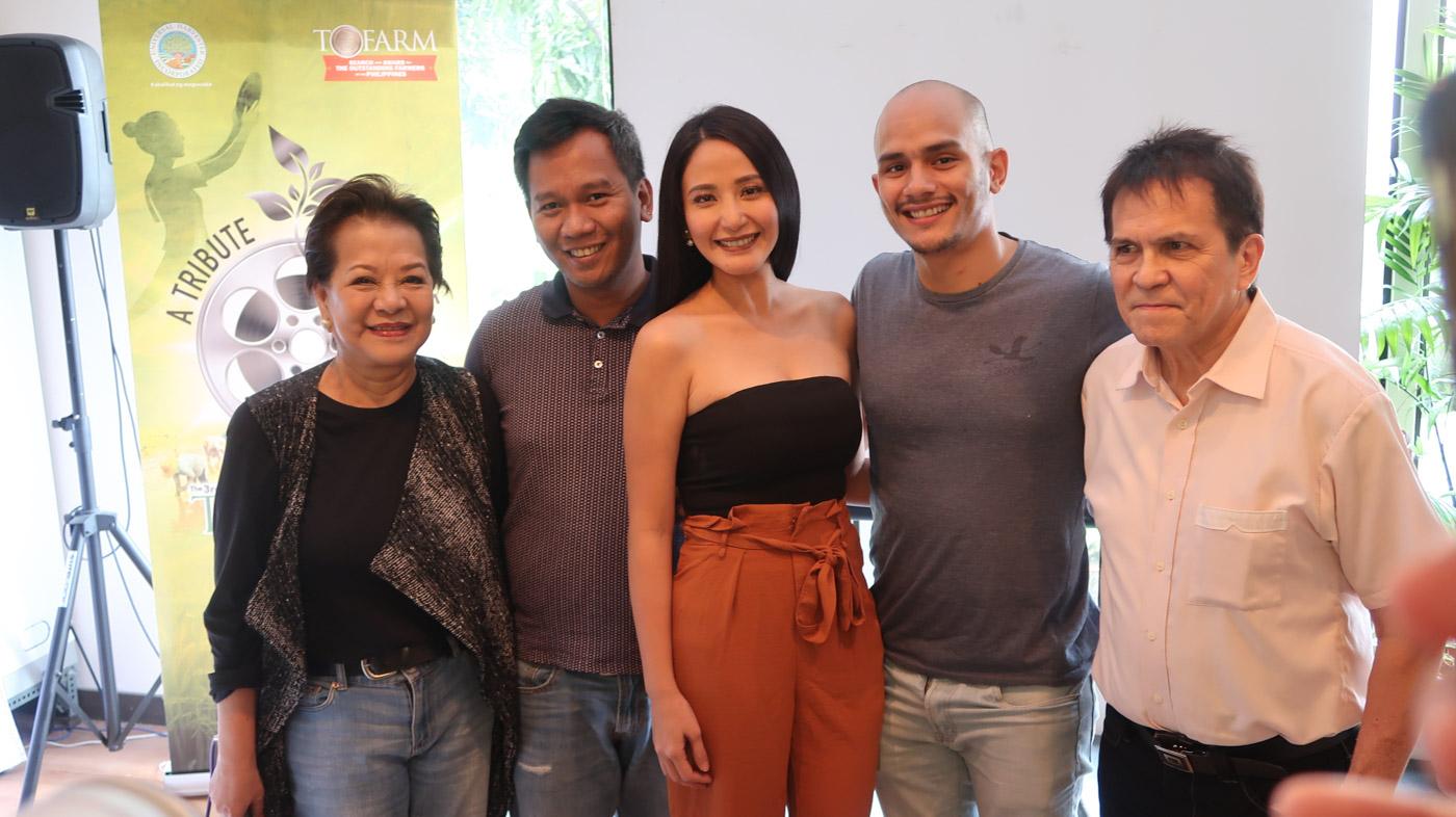 MGA ANAK NG KAMOTE. Katrina Halili poses with the cast of the movie and organizers of the ToFarm Festival.