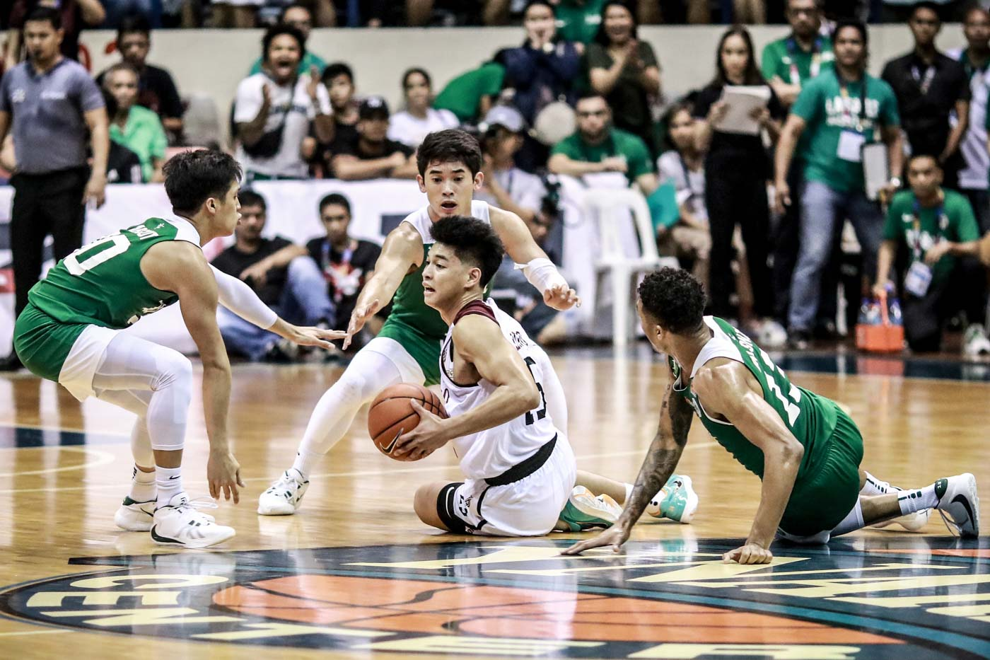FIGHTBACK. La Salle storms back from 16 points down to rattle UP, but Ricci Rivero helps the Maroons regain their bearings. Photo by Michael Gatpandan/Rappler