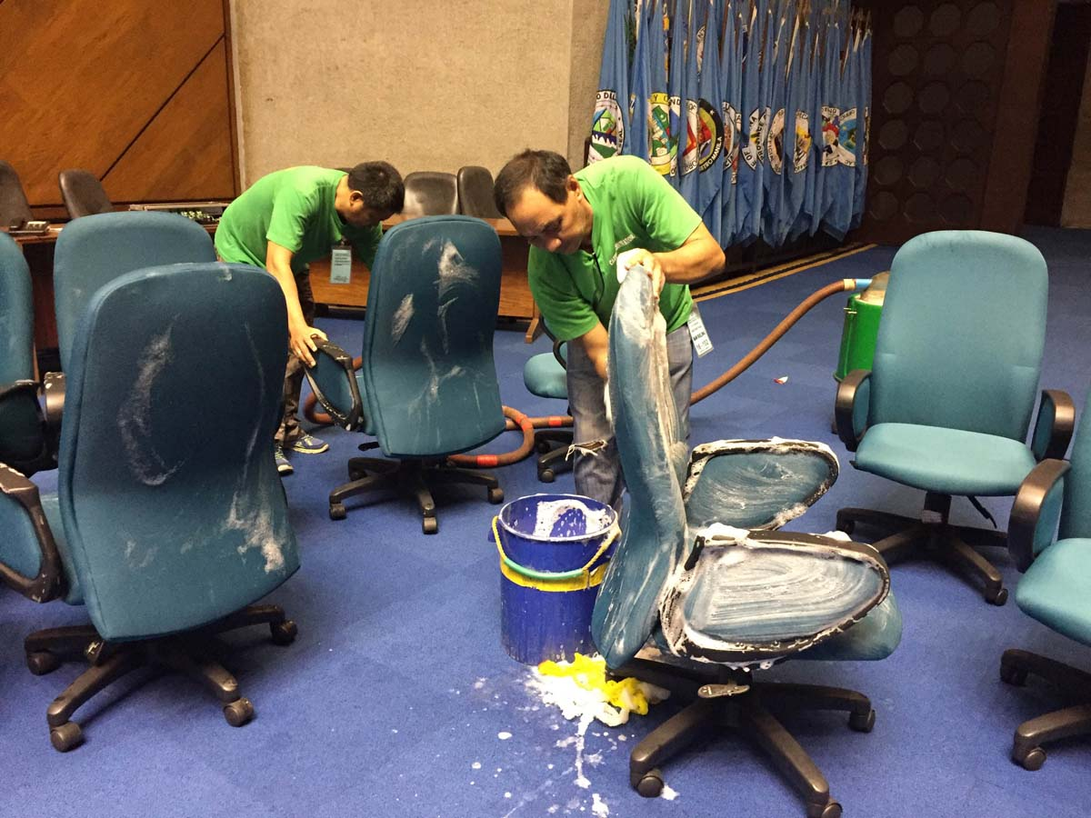 NOTHING TO BE MISSED. A maintenance staff member says they will be cleaning all of the chairs inside the plenary hall, even the ones found at the bleachers area. Photo by Mara Cepeda/Rappler