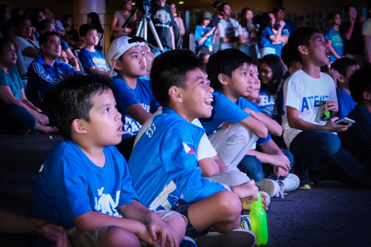 YOUNG FANS. The kids enjoy seeing their sports idols live on stage. Photo by Beatrice Go/Rappler