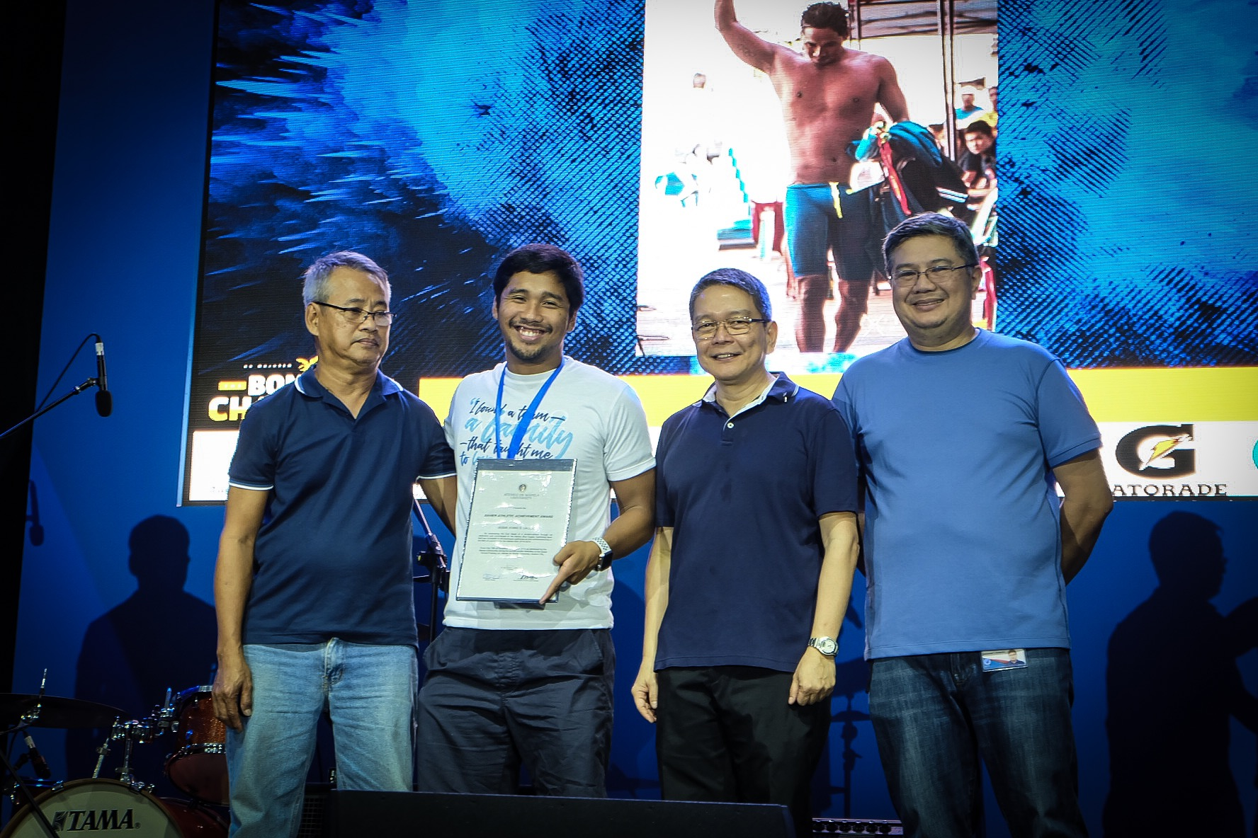 OLYMPIAN. Two-time Olympian Jessie Lacuna receives the Xavier Excellence award for his outstanding contributions to the 5-peat champion Ateneo men's swimming team. Photo by Beatrice Go/Rappler
