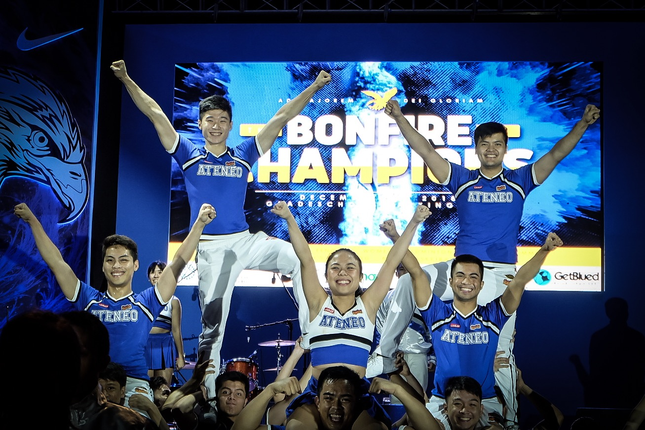 ALL HEART. The Ateneo Blue Babble Battalion never fails to cheer up the crowd. Photo by Beatrice Go/Rappler