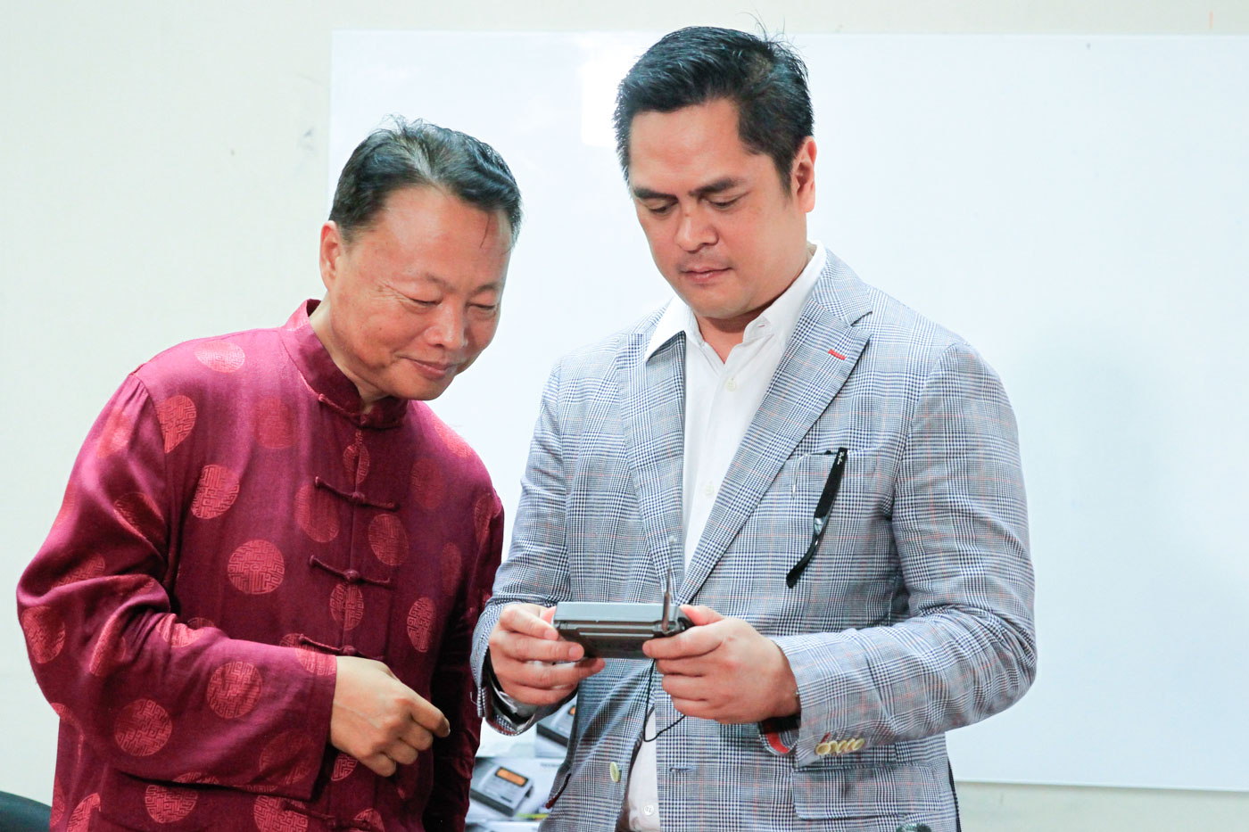 BOOSTING TIES. Philippine Communications Secretary Martin Andanar (right) and Chinese Ambassador Zhao Jianhua (left) try using one of the radios that the Chinese government donated to Philippine government-owned media groups, after a turnover ceremony in Malacau00f1ang Palace on February 27, 2017. Malacau00f1ang file photo