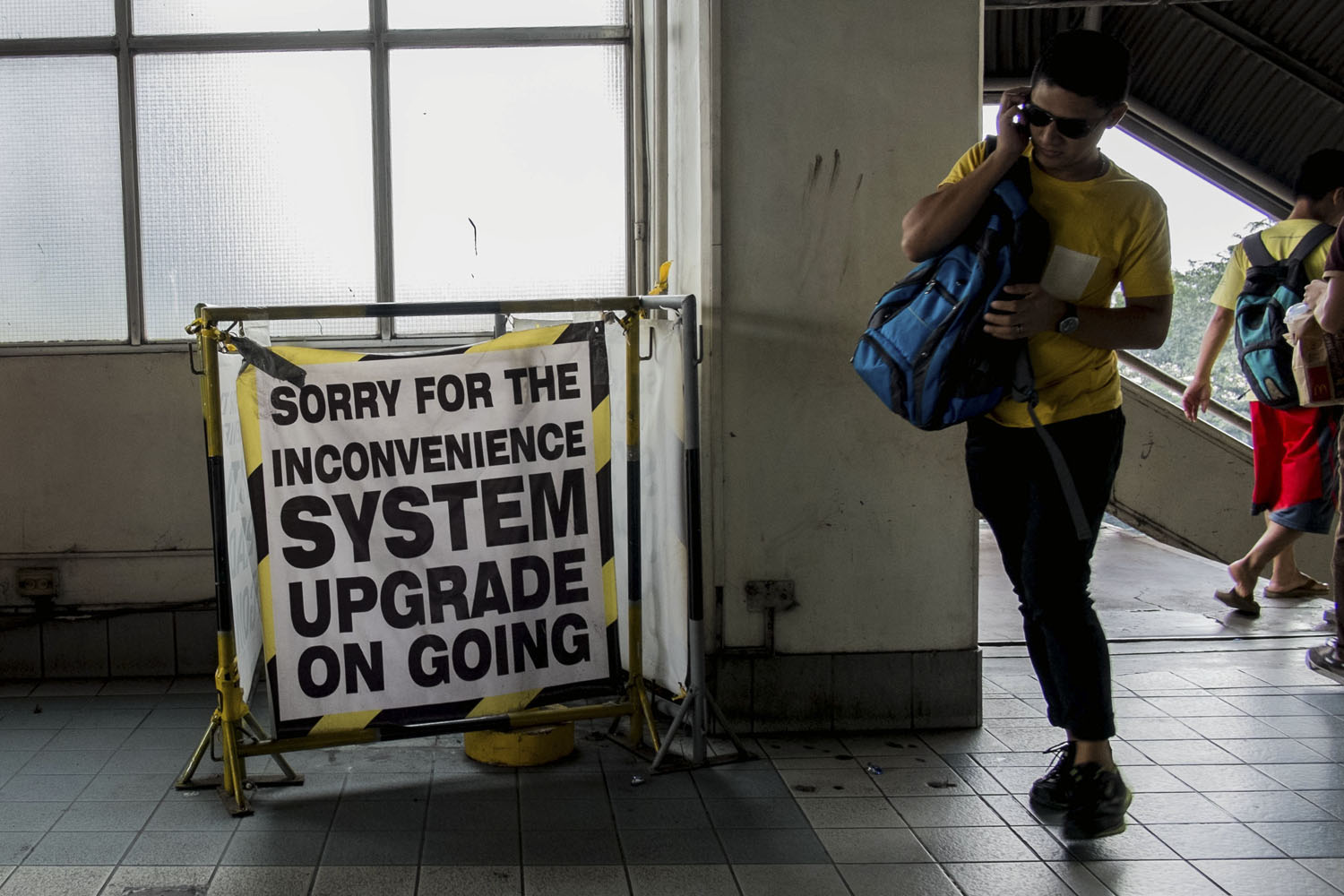 PROBLEMS. The MRT3 has encountered frequent technical glitches and breakdowns. Photo by Mark Saludes/Rappler