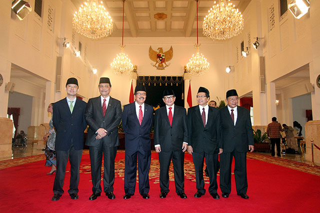 Enam pembantu baru Joko Widodo pada hari pelantikannya di Istana Negara. Foto: Gatta Dewabrata/Rappler