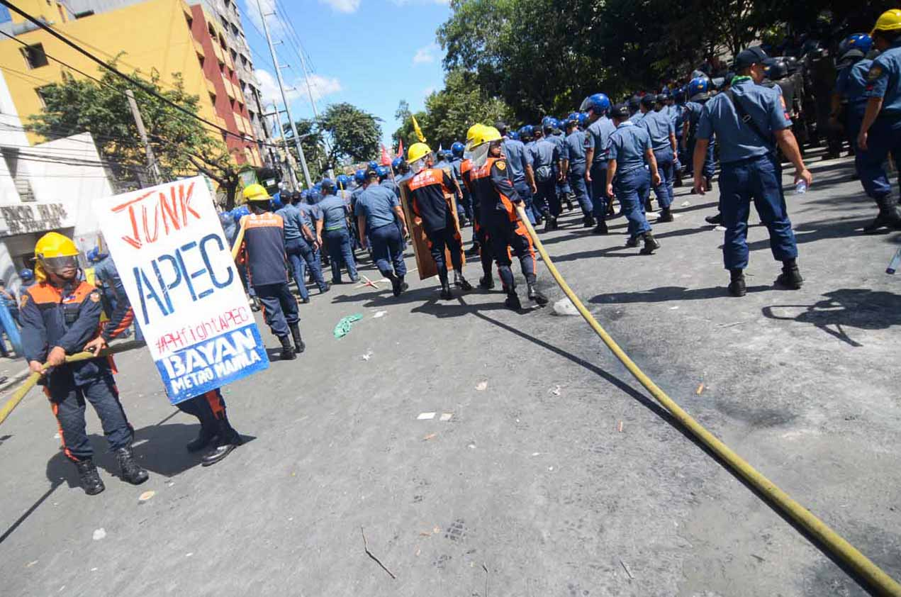 JUNK APEC. Militant groups cry to stop the summit resulting in clashes and injuries even to policemen.