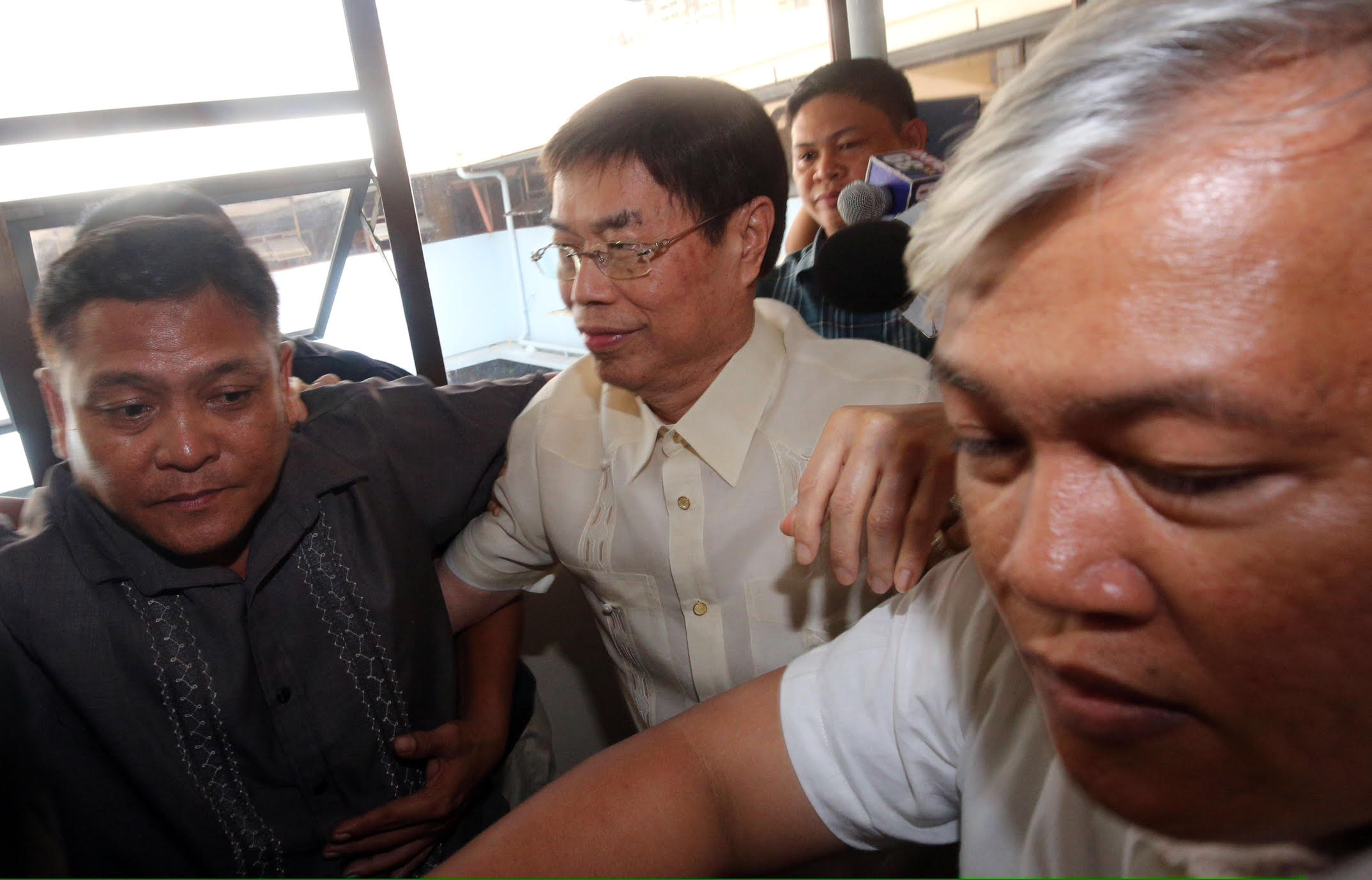 DRUG LORD? Businessman Peter Lim is escorted by security after he shows up at the National Bureau of Investigation in Manila on July 21, 2016 to clear his name. Photo by Ben Nabong/Rappler