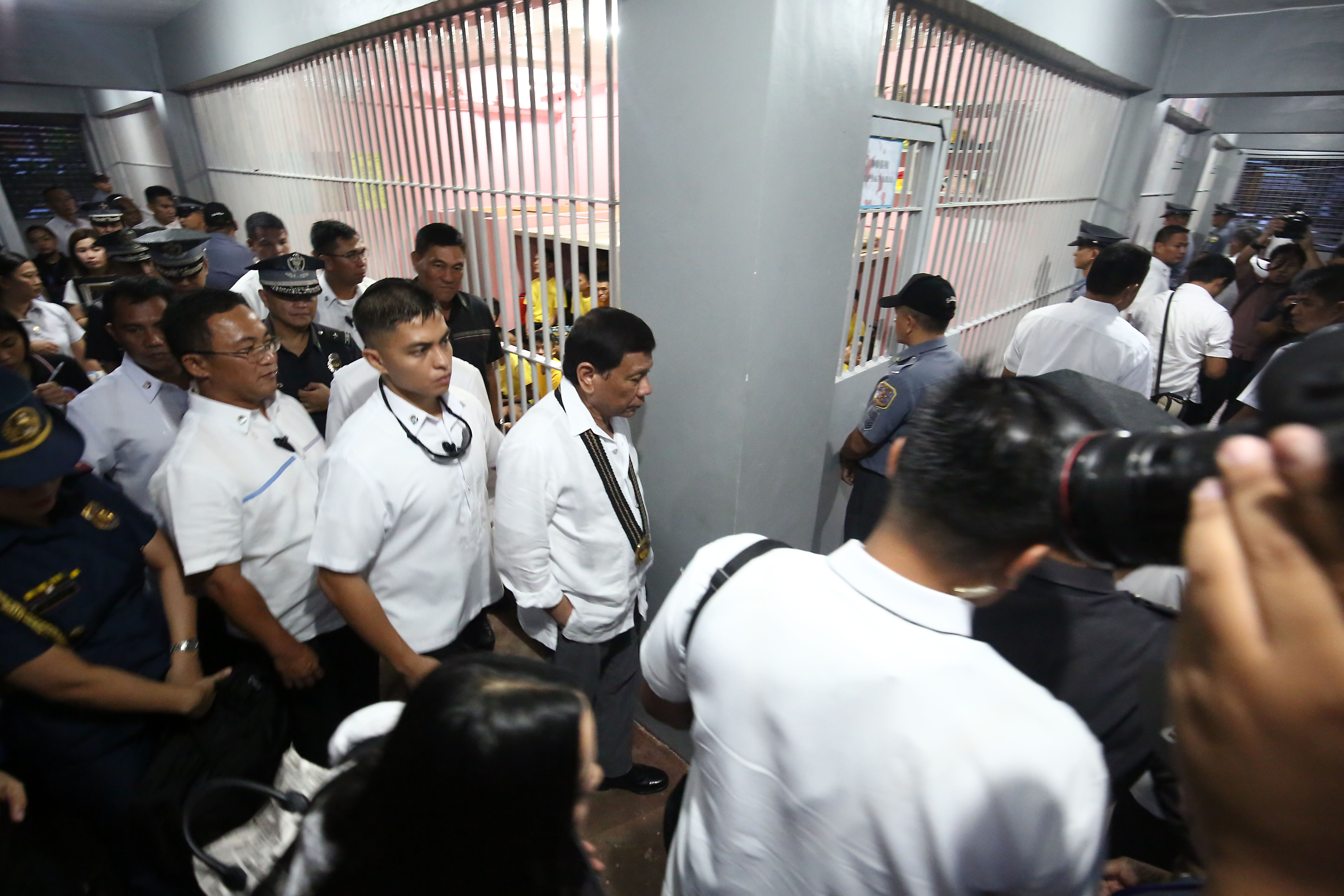 INSPECTING JAILS. President Rodrigo Duterte is given a tour inside the detention facility of the BJMP at the Camp Bagong Diwa in Taguig City on October 18, 2017. Photo by Ben Nabong/Rappler