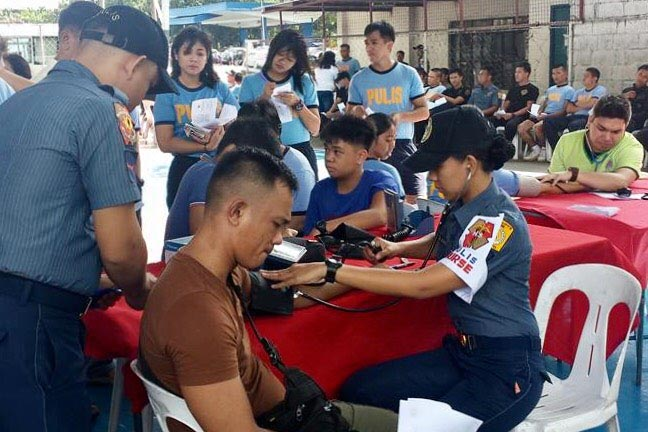 FREE VACCINE. Police and civilians avail of the free Dengvaxia vaccine for members of the Quezon City Police District last September. Photo courtesy of QCPD Health Service