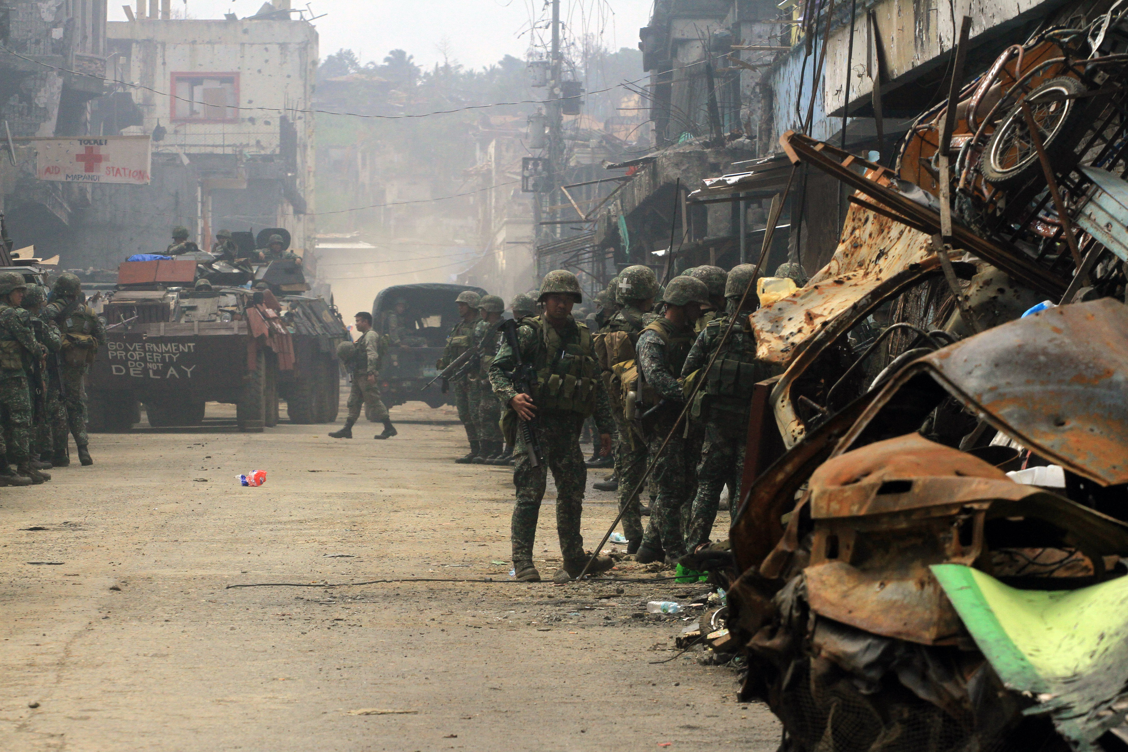 A Marine Fire Support armored vehicle passes through the Mapandi district as it pulls out from the main battle area in Marawi City near the Mapandi district. Photo by Bobby Lagsa/Rappler