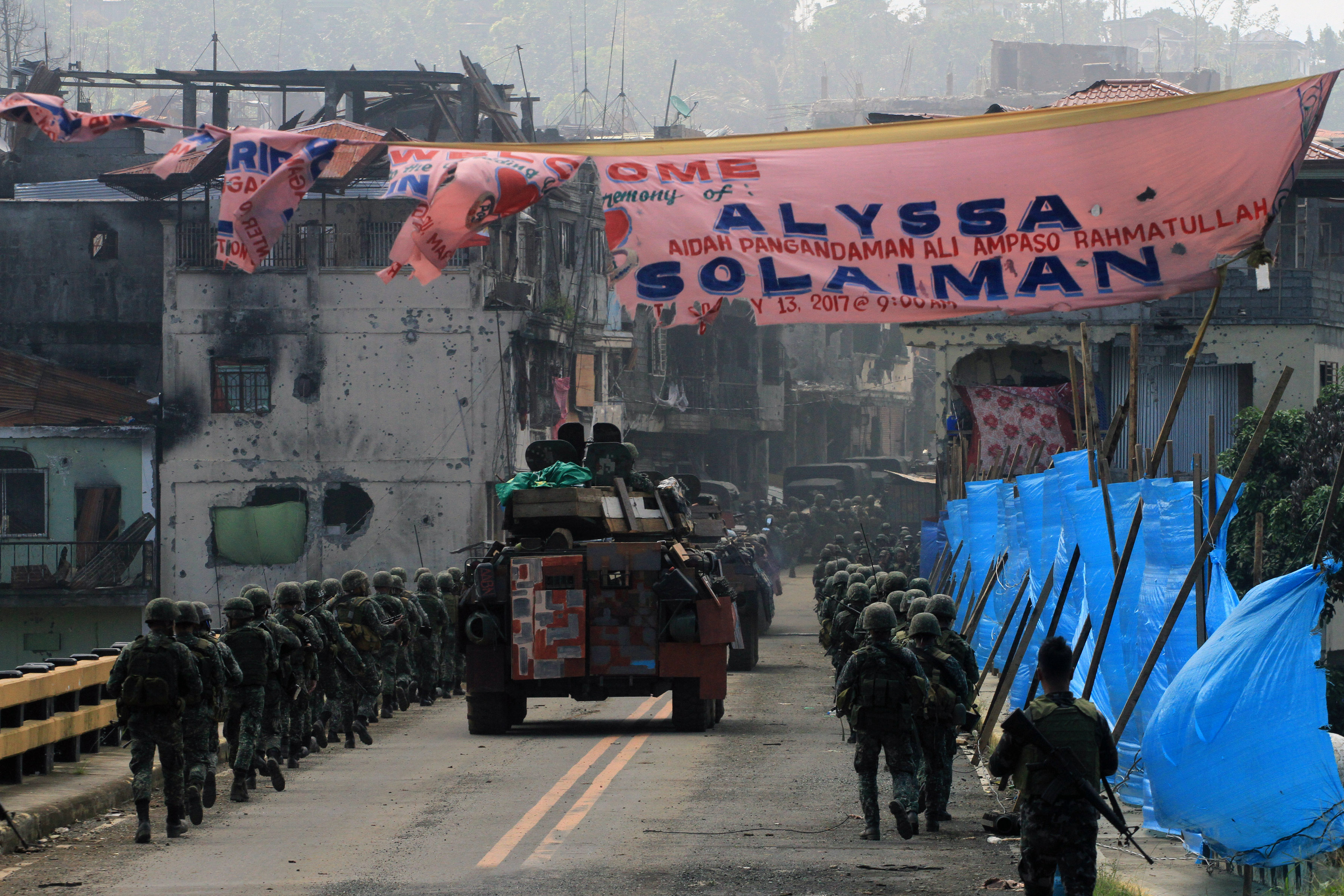 Philippine Marines cross the Mapandi Bridge in Marawi City on Wednesday, August 30, 2017. Photo by Bobby Lagsa/Rappler