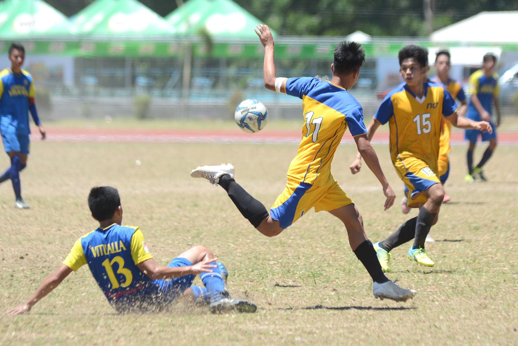 HEATED FINAL. NCR emerges victorious after a scuffled-filled football final against Central Visayas at Palaro 2016. Photo by Roy Secretario/Rappler
