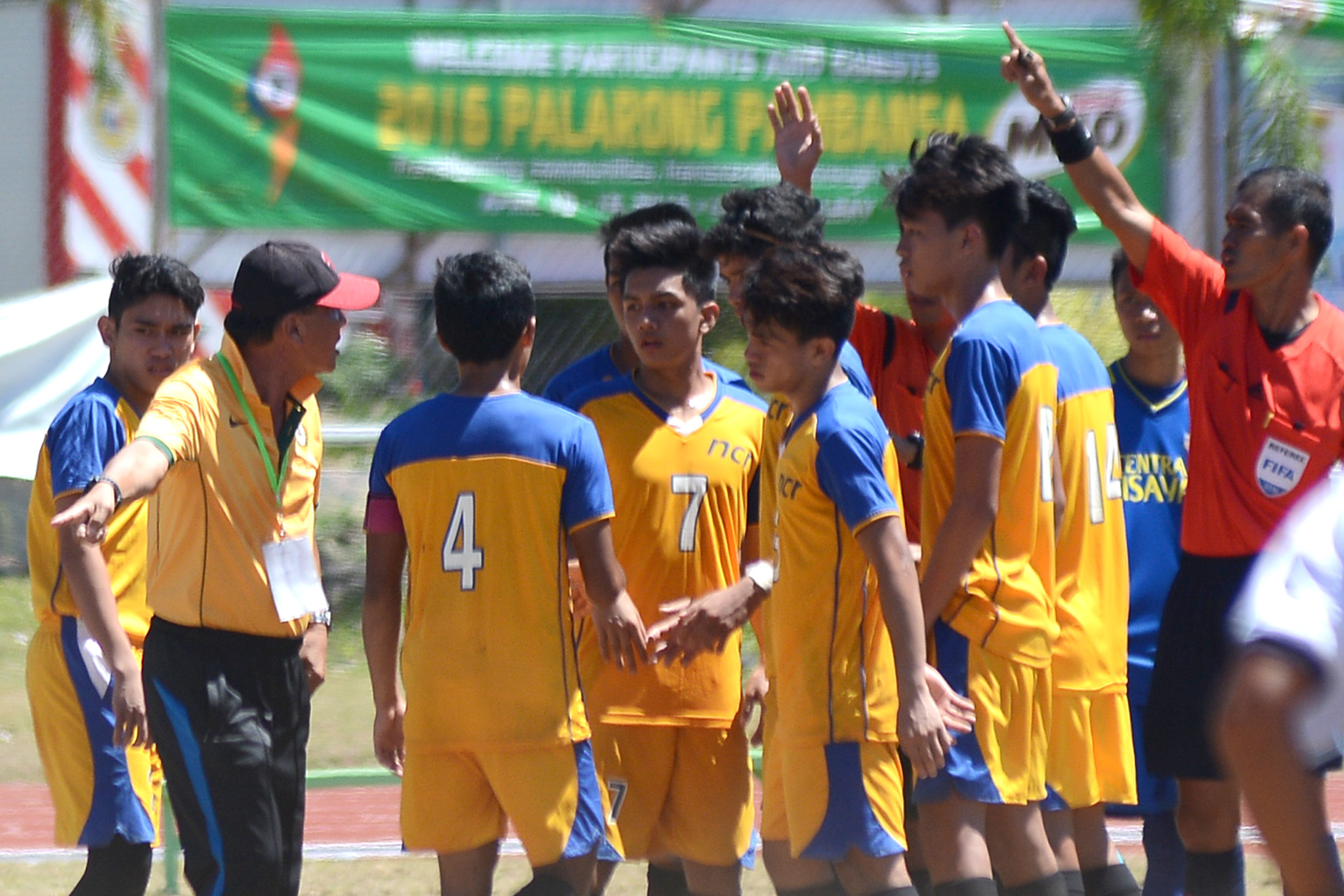 SCUFFLE. The NCR and Central Visayas football final is halted by several scuffles and commotions. Photo by Roy Secretario/Rappler