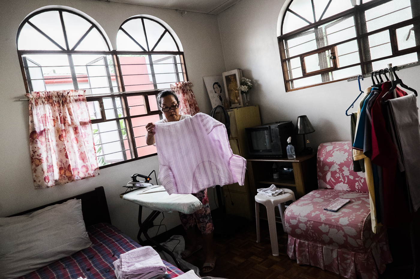 MULTI-TASKING. Domestic workers in some Southeast Asian countries work for 14 hours a day with pay below the minimum wage. Photo by Pat Nabong/Rappler