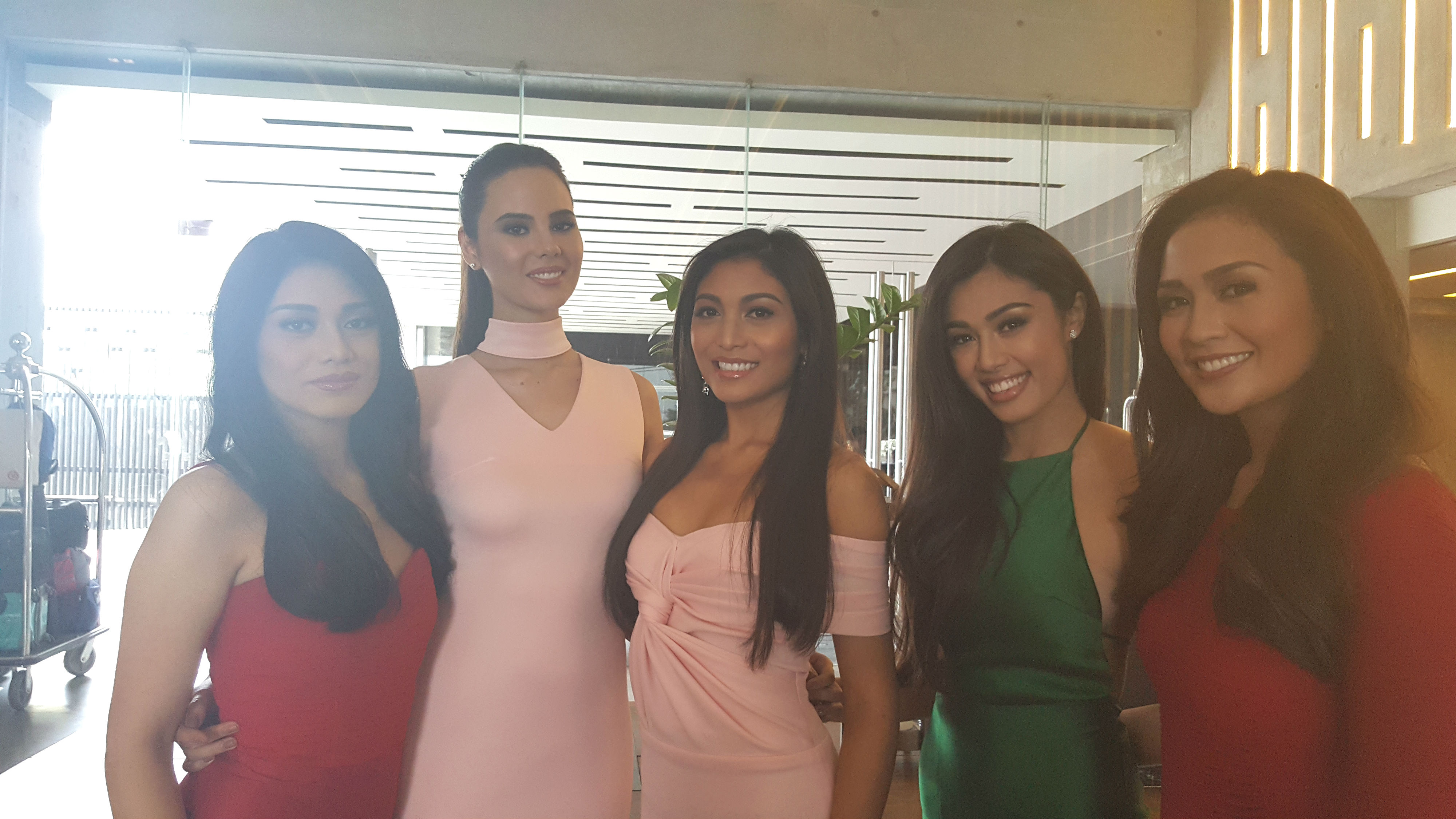 Catriona with her Aces and Queens sisters Vinie Dy Quiangco, Arienne Calingo, Ralph Lauren Asuncion, and Sandra Lemonon. Photo by Alexa Villano/Rappler
