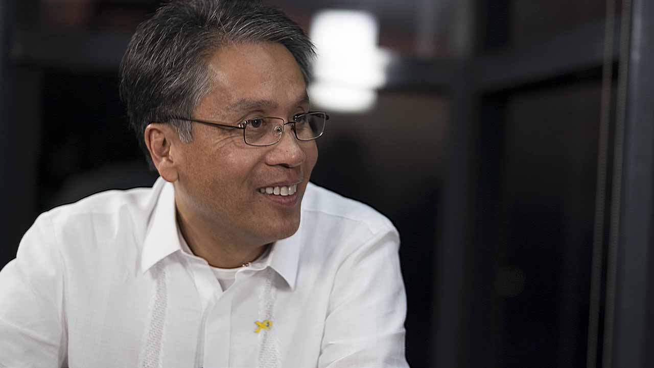 'NO QUID PRO QUO'. Mar Roxas during a Rappler interview. Photo by Rappler
