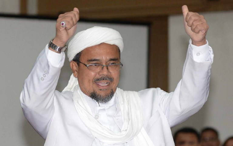 BATAL PULANG. Tokoh Front Pembela Islam (FPI) Rizieq Shihab batal kembali ke Indonesia pada Jumat, 22 September. Foto oleh Raisan Al Farisi/AFP