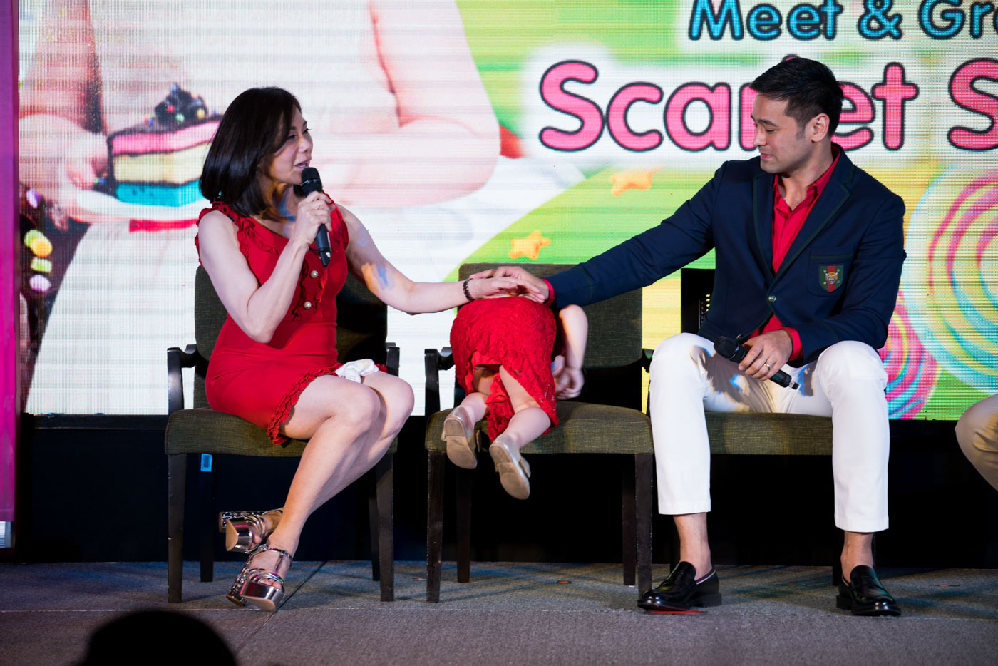 FAMOUS BABY. Vicki Belo and Hayden Kho talk about raising Scarlet as she plays on her chair at a Red Ribbon event where she is introduced as an endorser. Photo by Martin San Diego/Rappler