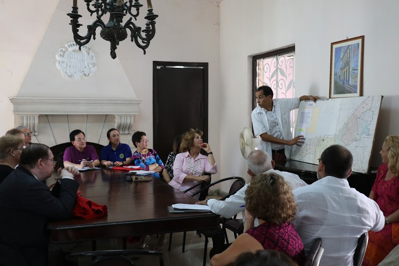 LEARNING. The Philippine delegation learns about Cuba's health care system