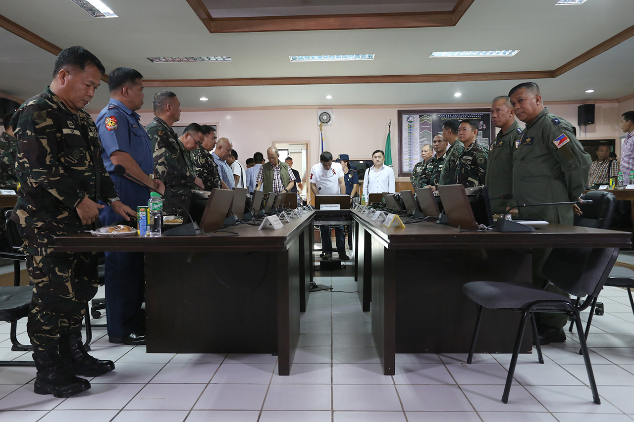 COMMAND CONFERENCE. President Duterte presides over a command conference in a military camp in Basilan. Photo from Presidential Photographers Division