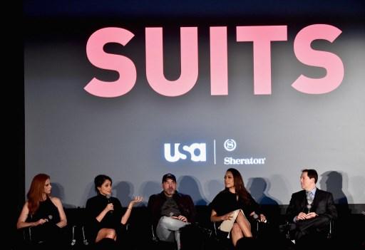 Meghan Markle (kedua dari kiri) dalam wawancara bersama para aktor dari serial 'Suits'. Foto oleh Alberto E. Rodriguez/Getty Images/AFP