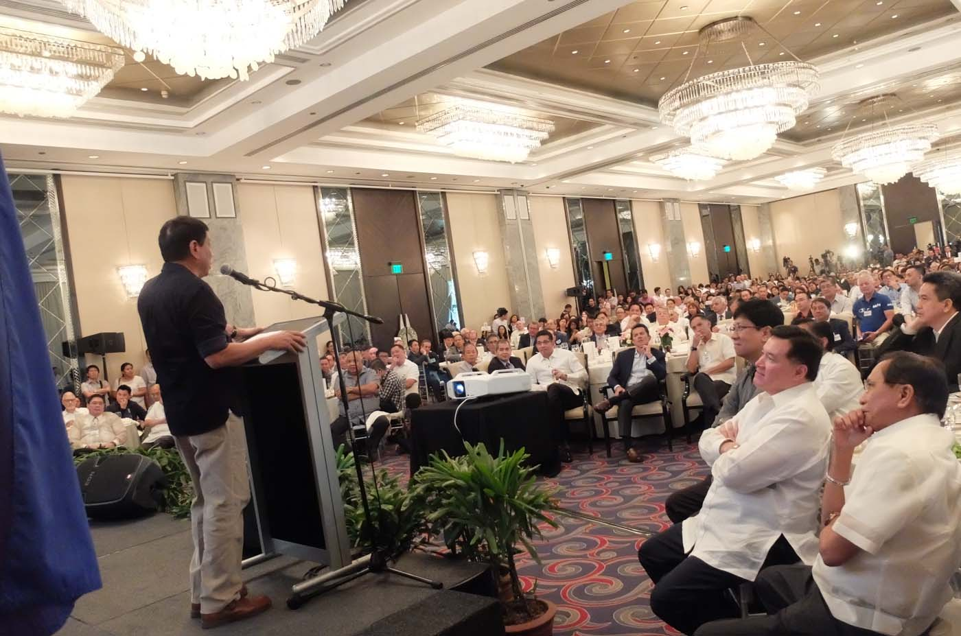 BUSINESS FORUM. Rodrigo Duterte addresses members of the Makati Business Club and Management Association of the Philippines on April 27, 2016. Photo by Alecs Ongcal/Rappler