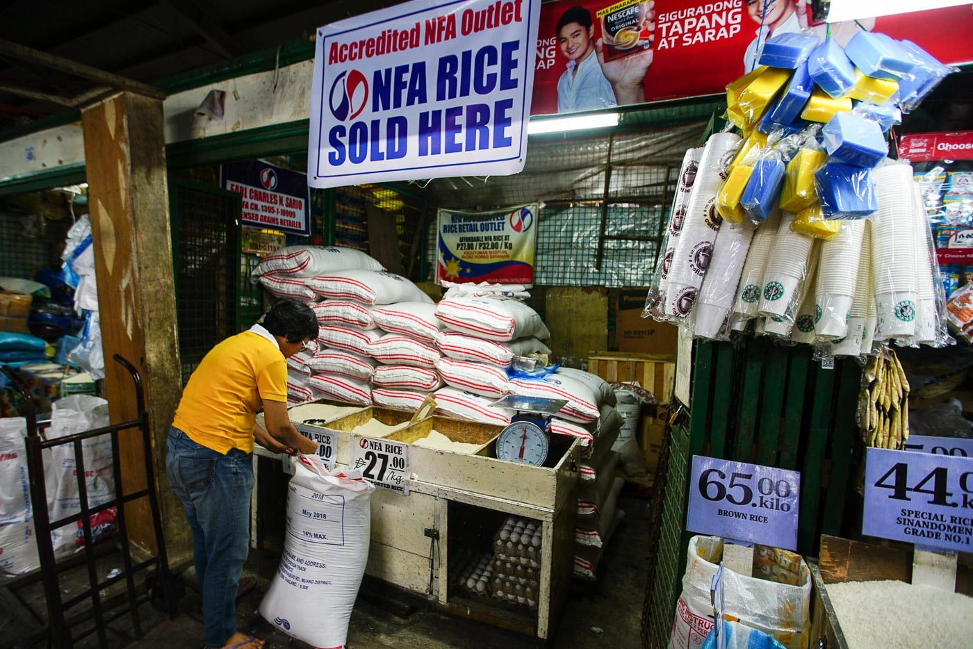 RICE ISSUES. Newly imported NFA rice is back at the Kamuning Public Market in Quezon City on June 26, 2018. File photo by Jire Carreon/Rappler