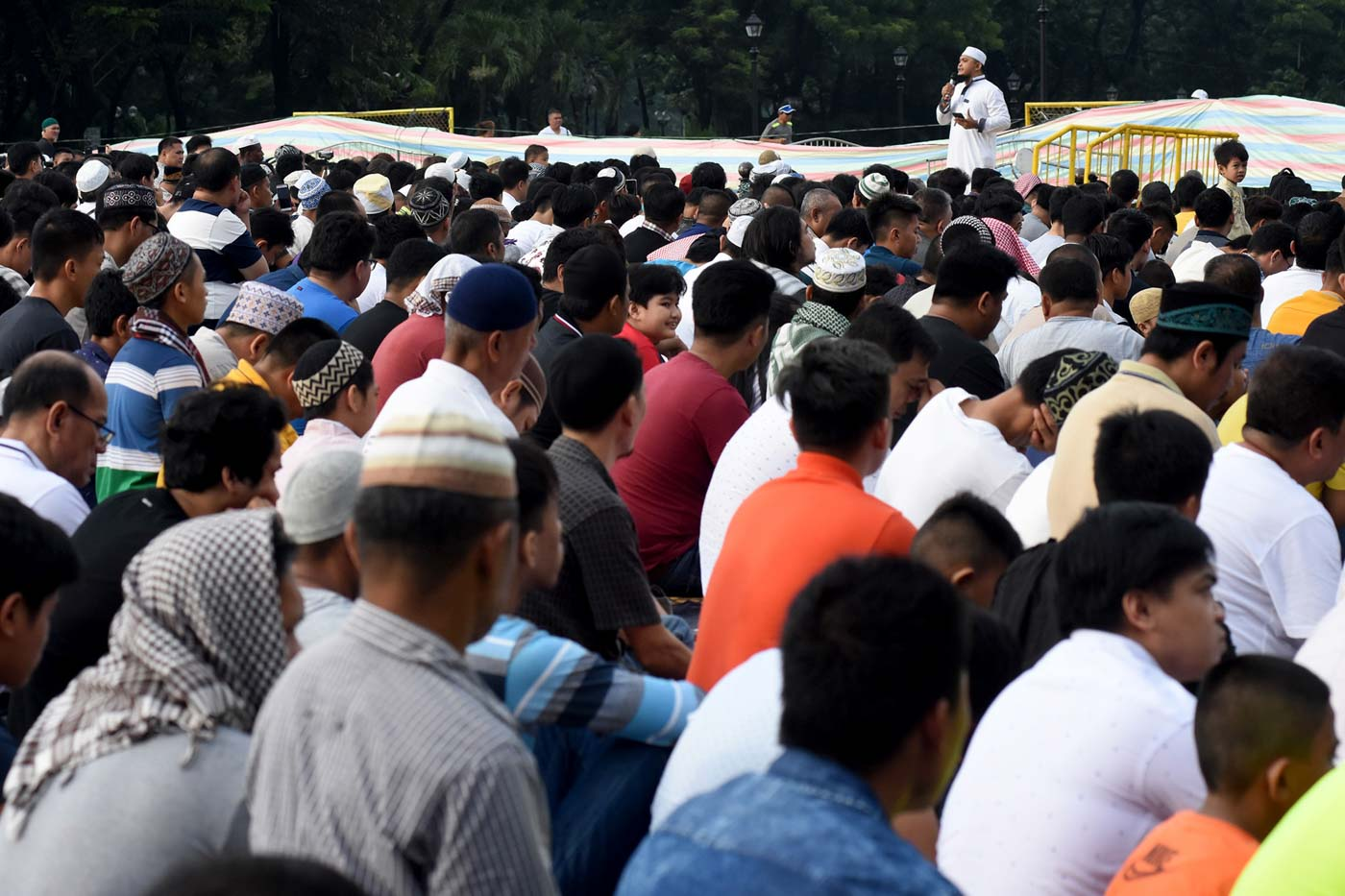 IMAM'S PREACHING. Ustadh Fahad Tambara, Islamic propagator of Amanah Islam Dawah Center, delivers his sermon during the celebration of the Eid'l Adha at the Quezon Memorial Circle on August 21, 2018. Photo by Angie de Silva/Rappler