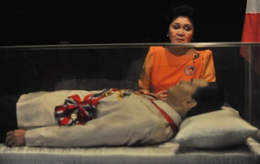 WAX OR EMBALMED? This file photo taken on March 26, 2010 shows Imelda Marcos looking at what was believed to be the embalmed body of her husband Ferdinand Marcos. AFP file photo