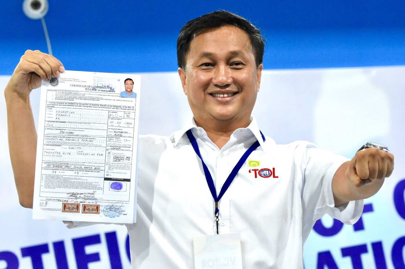 Former MMDA chairman Francis tolentino files his certificate of candidacy for senator at the Comelec office in Manila on October 17, 2018. Photo by Angie de Silva/Rappler
