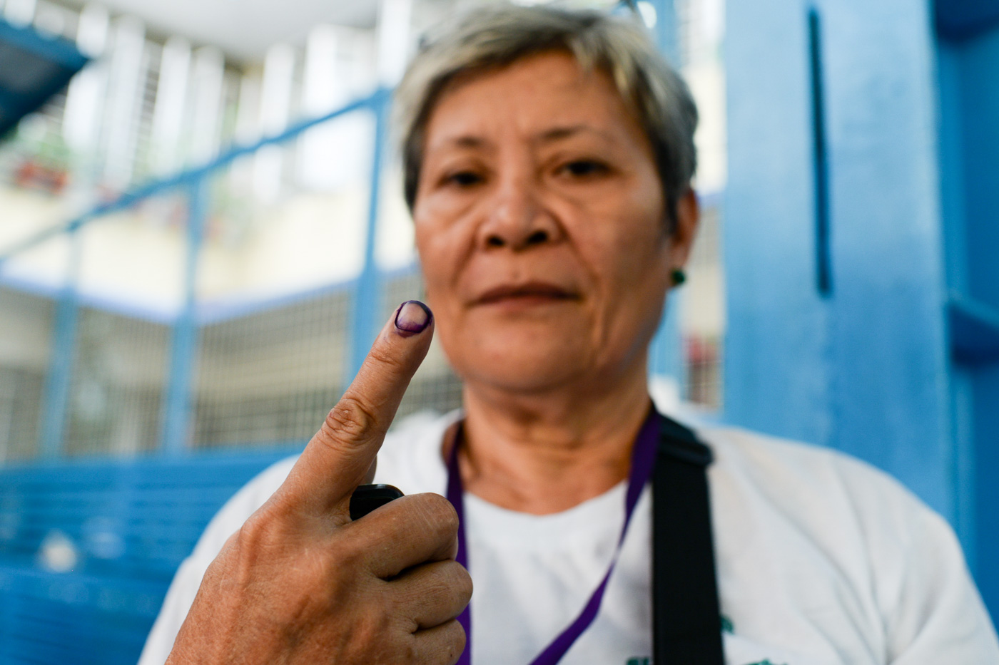 HER BETS. For Luz Jabinales, 64, of Parola Tondo she hopes he bets bring peaceful change.  Photo by Eloisa Lopez/Rappler