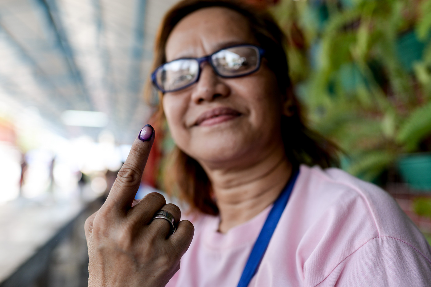 FOR SIS. Lilia Yambao supports her sisters. Photo by Eloisa Lopez/Rappler