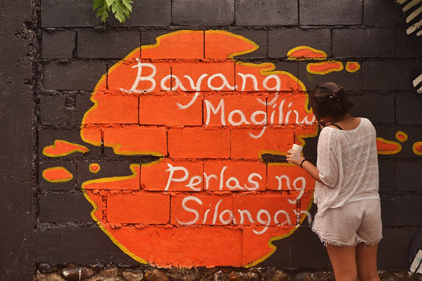 u2018KULAY NG KALAYAAN.u2019 Artists creates a mural depicting freedom and human rights. Photo by Charlon Kim