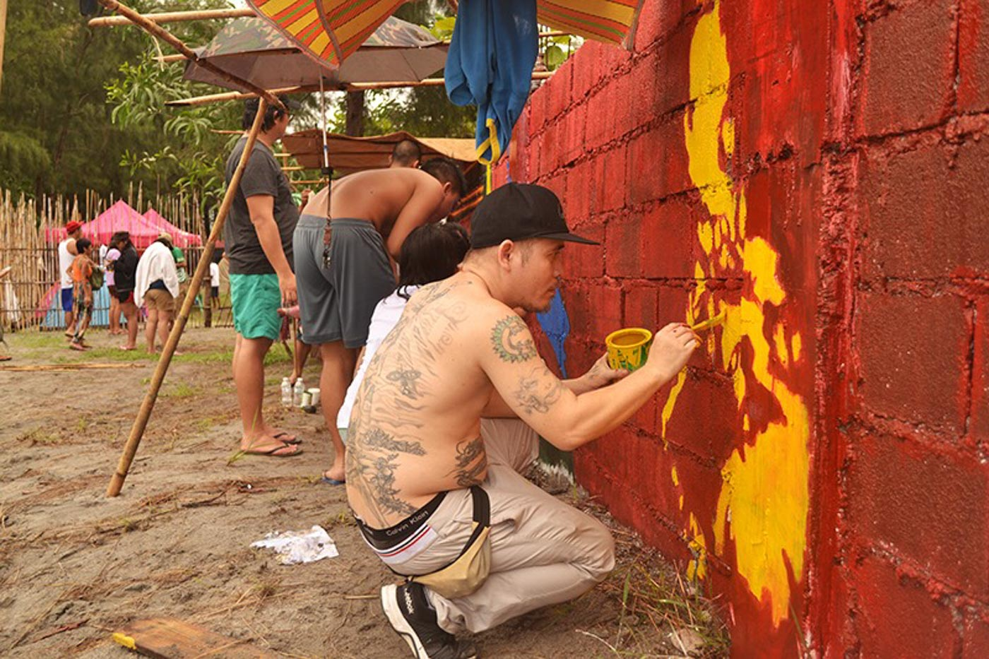 COLLABORATION. Artists pain 1,260 square meters of wall at Greenspace Liwa in Zambales. Photo by Charlon Kim