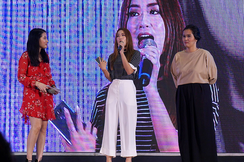 ON STAGE. Host Karla Aguas, blogger Janeena Chan, and LG Philippines product manager for mobile Faith Mijares share the stage at the G6 launch. Photo by Anna Marcelo/Rappler