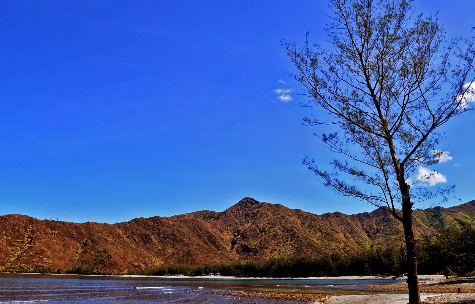 TRANQUIL COVE. Talisayen is equal to Anawangin and Nagsasa in beauty, but promises more quiet. Photo by Jherson Jaya