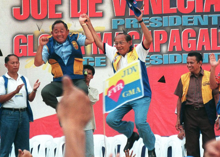 PARTNERS. President Fidel Ramos and presidential candidate Jose de Venecia Jr during a rally in their homeprovince of Pangasinan on May 8, 1998. File photo by AFP