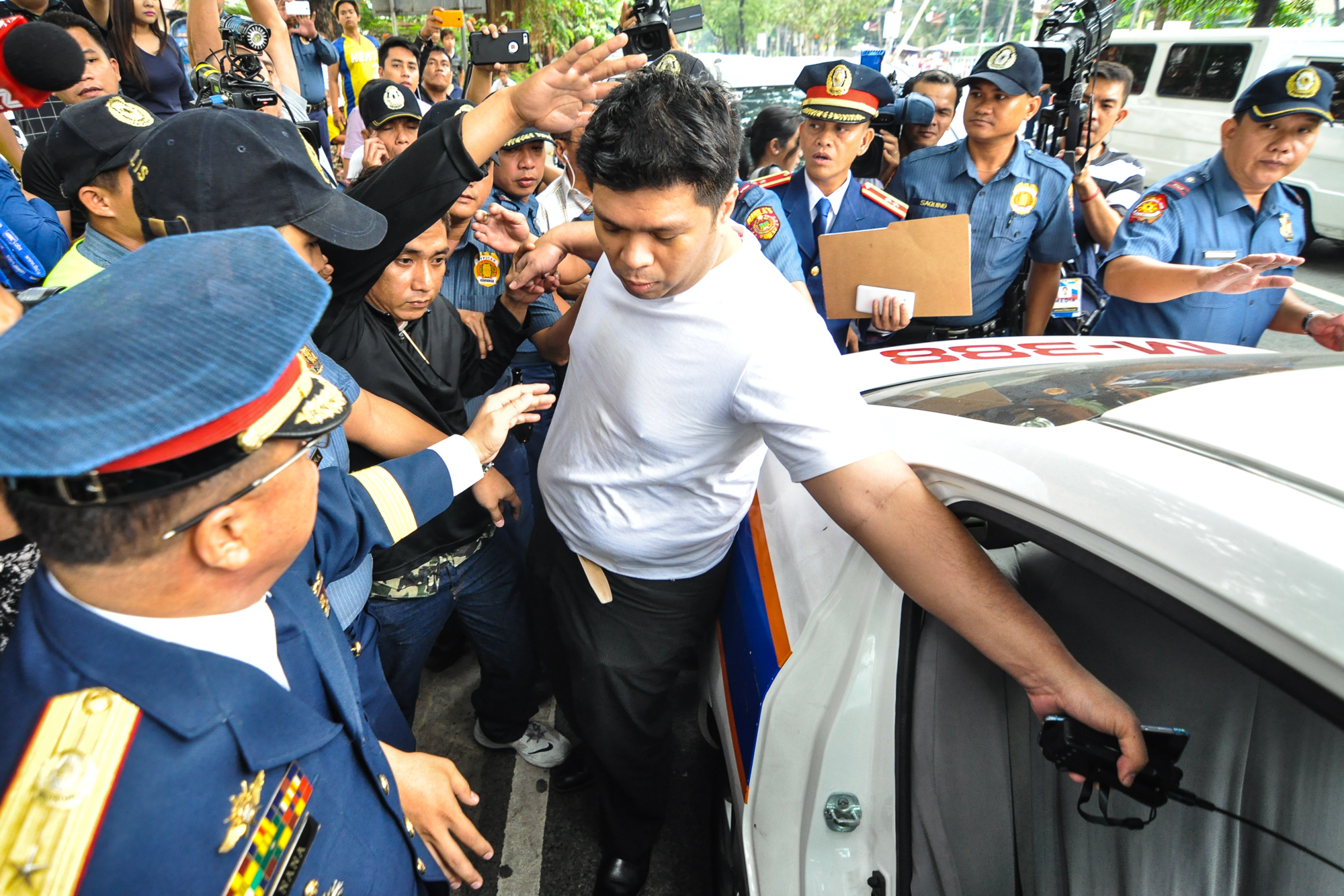 ARRESTED. Ex-INC Minister Lowell Menorca is secured by police officers after he was presented a warrant of arrest for libel on January 20, 2016. Photo by Lito Boras/Rappler