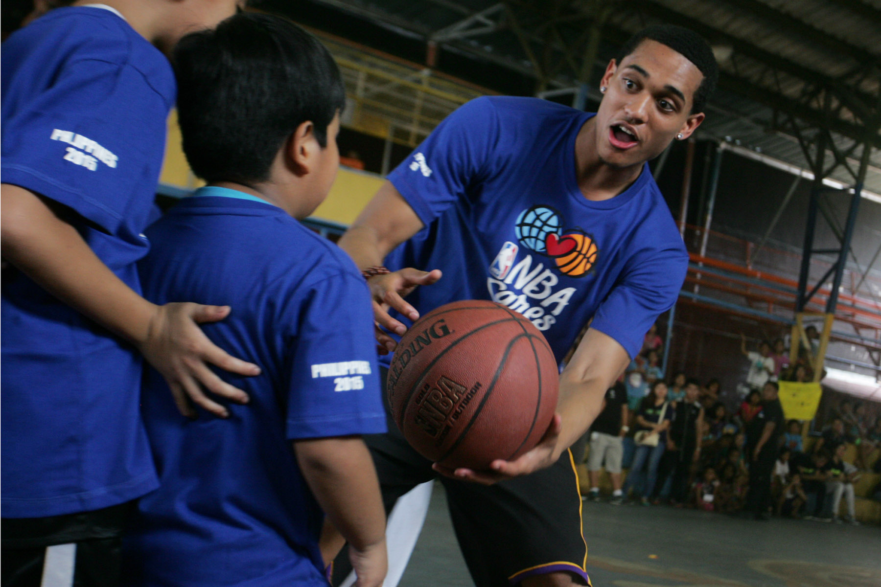 Lakers' Jordan Clarkson teaches underprivileged kids some basketball skills. Photo by Josh Albelda/Rappler