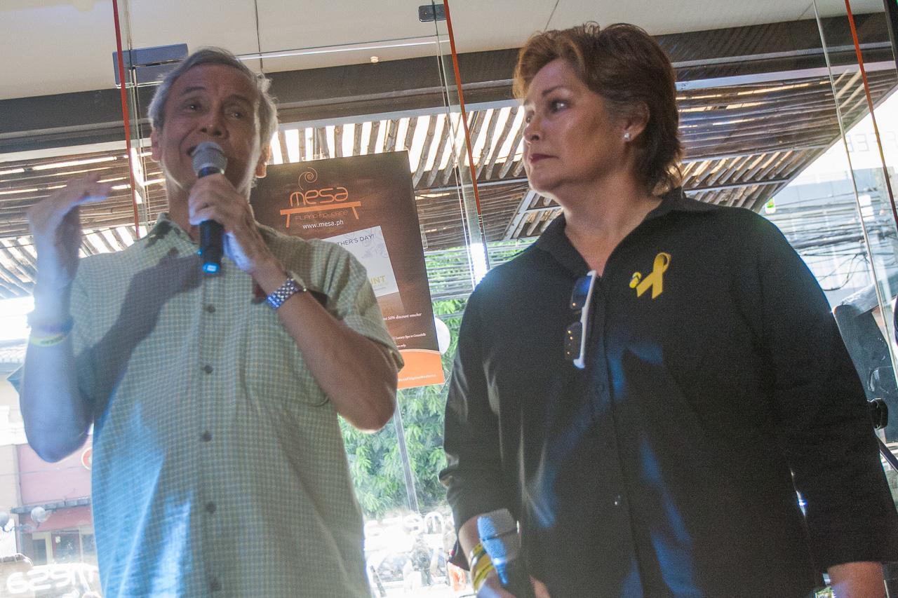 Jim Paredes and Leah Navarro. Photo by Manman Dejeto/Rappler