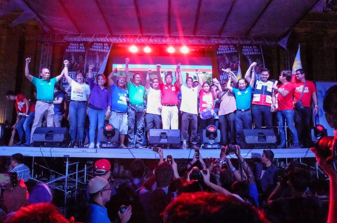 DUTERTE IN MANILA. Duterte poses with Manila officials and senatorial candidates on stage at Liwasang Bonifacio, Manila. Photo by Alecs Ongcal/Rappler