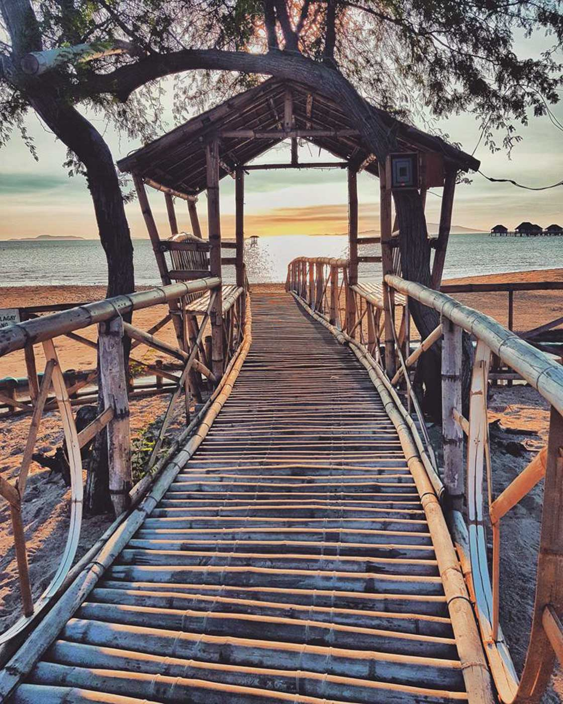 BAMBOO BRIDGE. At Manuel Uy Resort, there is a bamboo bridge and hut, the earlier good for crossing during high tide. Photo by Jay Vasquez
