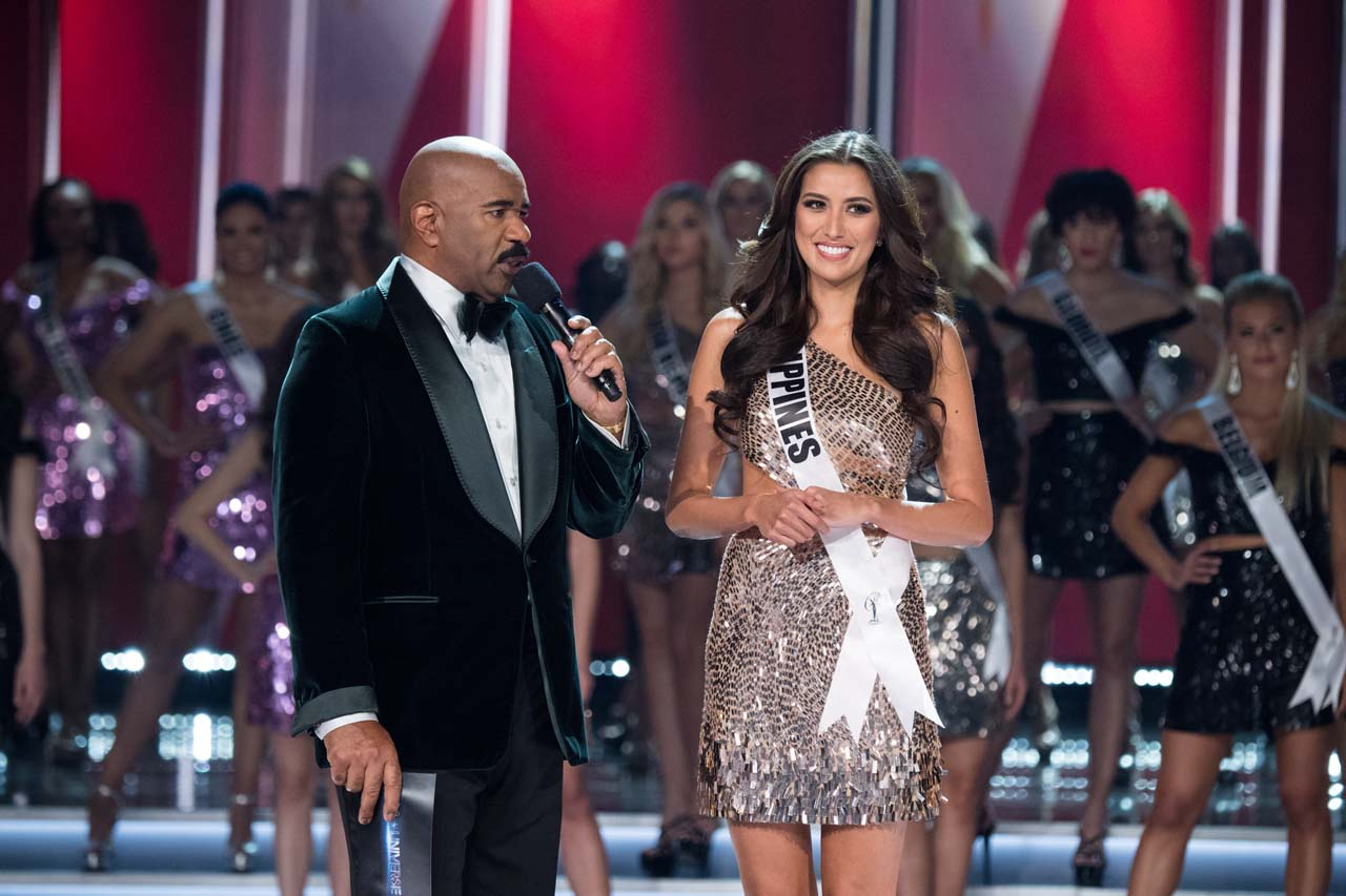 Rachel Peters being interviewed by host, Steve Harvey. Photo by the Miss Universe Organization